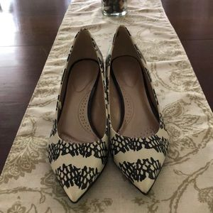 NWOT Faux Leather Black and Cream Pumps